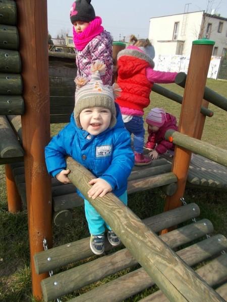 Dzieci na placu zabaw 3