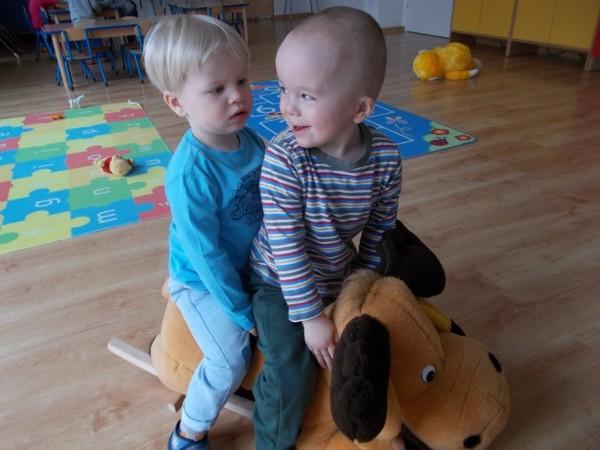 Dzieci w trakcie zabawy 2