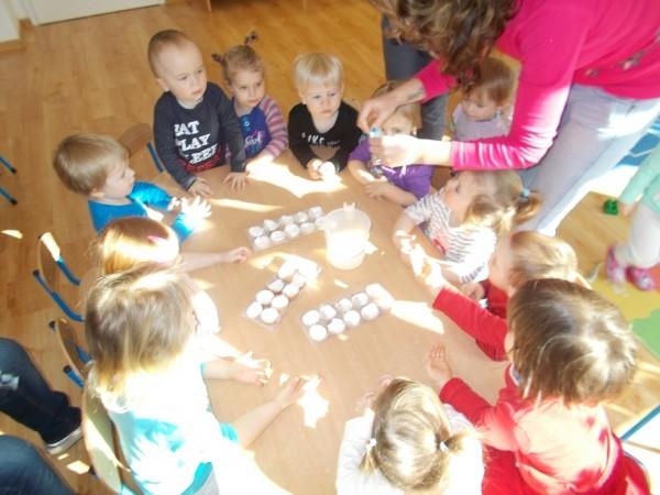 Dzieci w trakcie zabawy 8