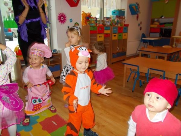 Dzieci w trakcie zabawy 11