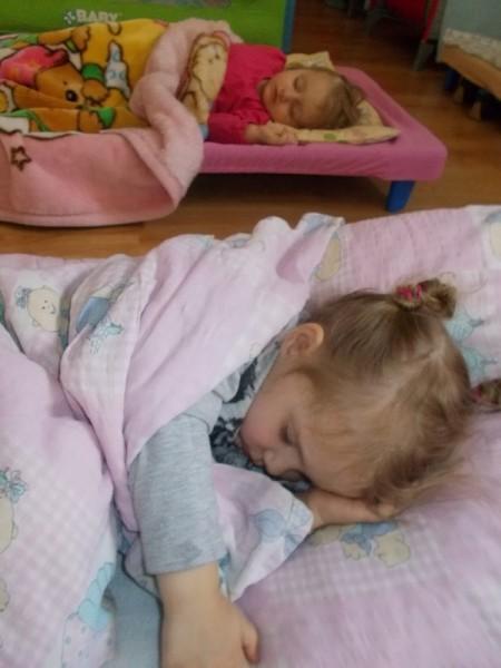 Dziecko w łóżku 2